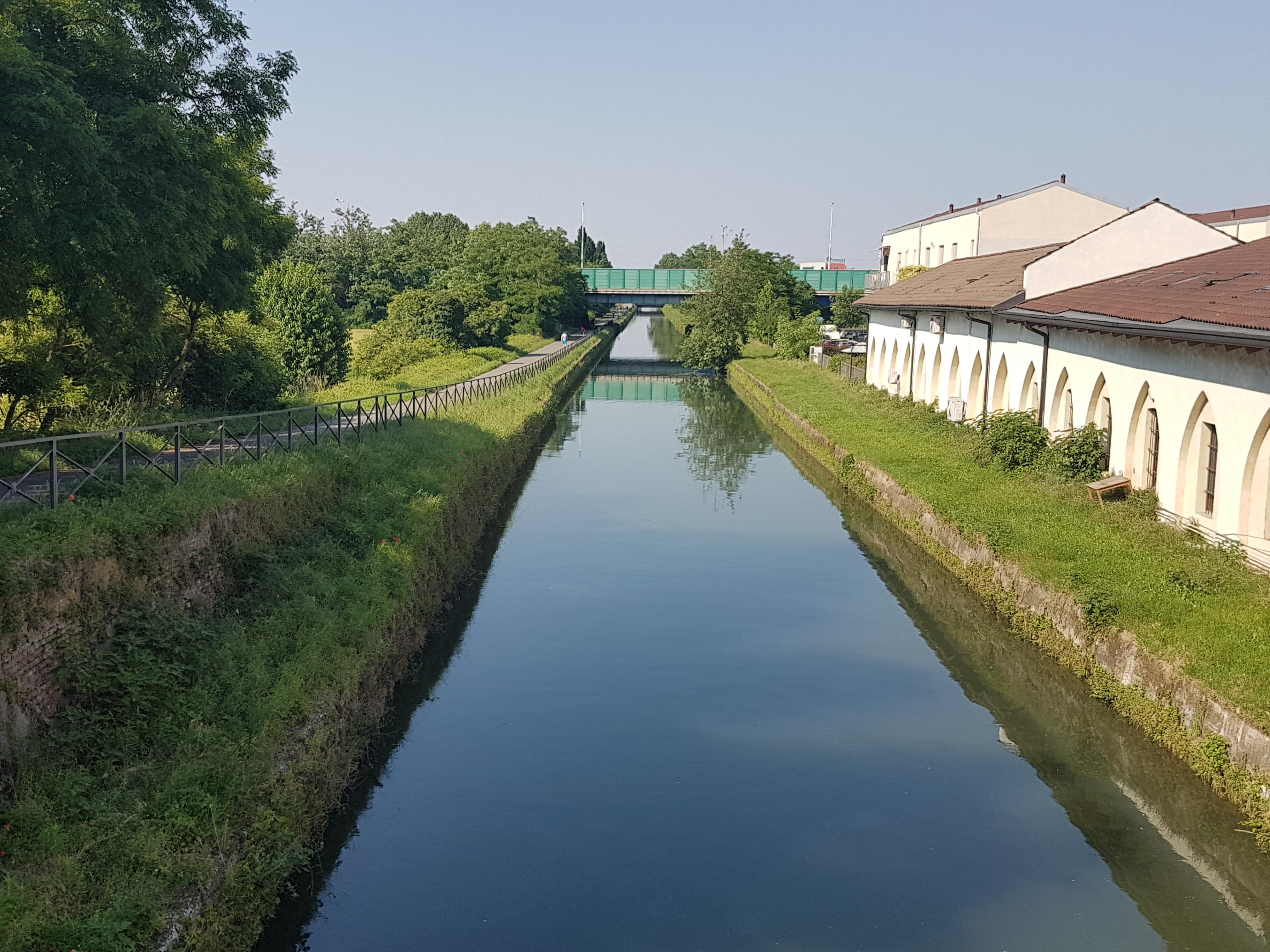 Corona Virus: misure di contenimento sui Navigli a Milano e Hinterland