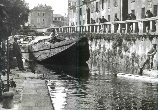 Barcone_Via_Senato_Civico_Archivio_Fotografico