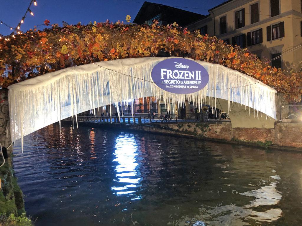 Ponte di frozen 2 sul Naviglio Grande
