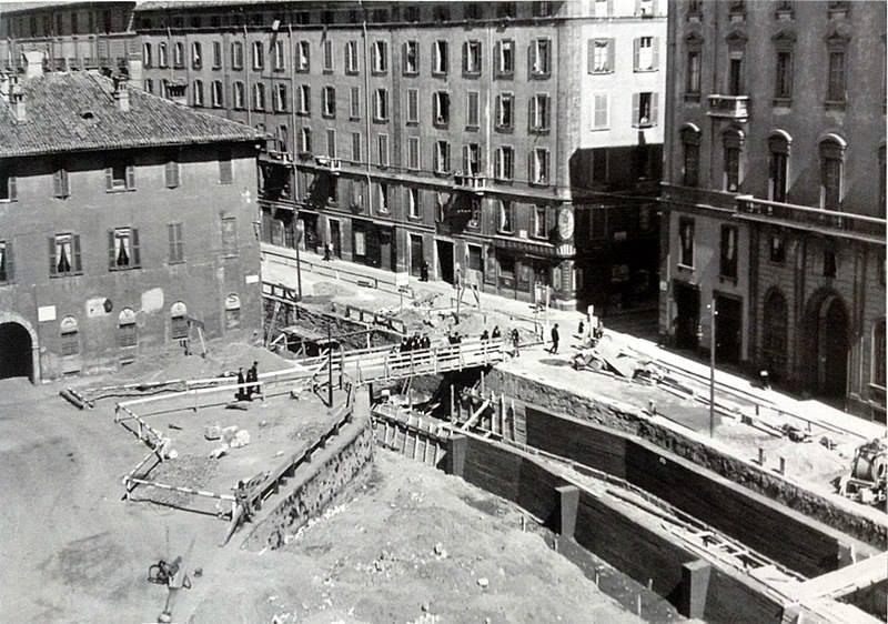 I lavori di copertura del naviglio vicino a piazza San Marco (1929-1930)